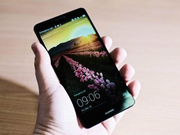 Samsung Galaxy A9 vs. Huawei Mate 8