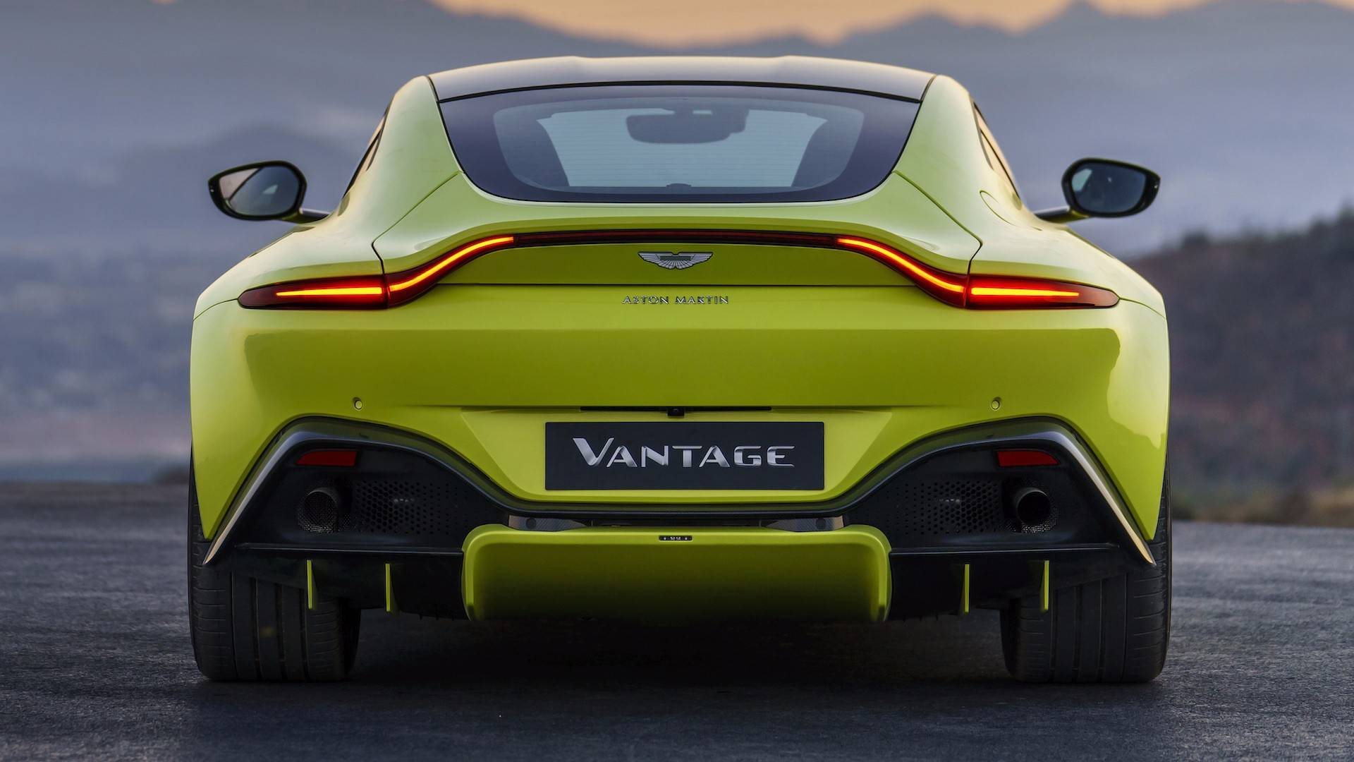 Aston Martin Vantage Vs Old Model Differences And Improvements - Aston martin vantage 2018